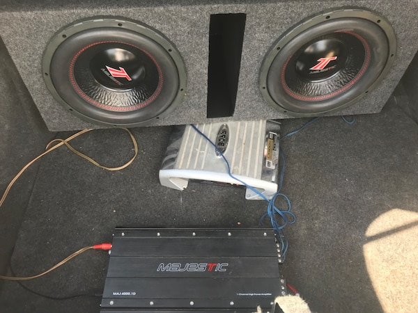 Black pioneer subwoofer with enclosure and amplifier