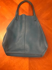 Turquoise blue leather hobo slouch shoulder bag like new condition Penhold, T0M 0B7