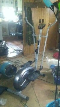 Weslo momentum g 3.4 elliptical trainer Hartford, 42347