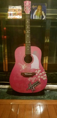 Collectors Hannah Montana (Miley Cyrus) Guitar Bel Air, 21015