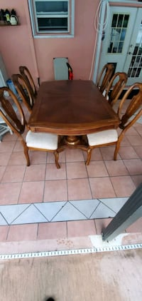 Really nice dinning room table for sale asking 350 Port St. Lucie, 34983