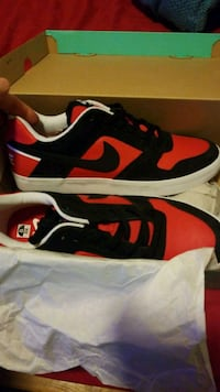 Black-and-red Nike SB shoes Miami, 33173