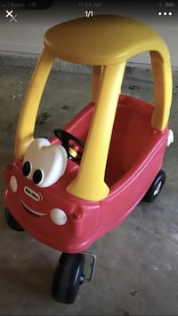 pink and white Little Tikes cozy coupe Manassas