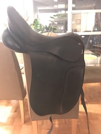 Black leather dressage saddle - excellent condition Toronto, M4T 1K2