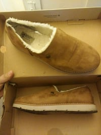pair of brown suede boots in box Long Beach, 90802