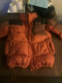 Merrell puffy winter coat Surrey, V3S 8V4