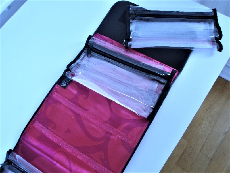 NEW TRAVEL ROLL-UP, HANG-UP CASE WITH 8 REMOVABLE POCKETS cfaa2399-a1b6-49e0-b3a7-8451af84d145