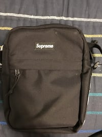 Black supreme shoulder bag  Castro Valley, 94546