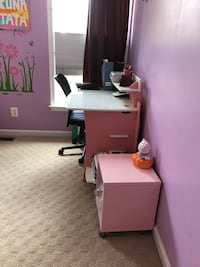 Entire girls bedroom furniture in excellent condition Herndon, 20171