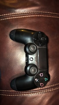 black Sony PS4 wireless controller Mead, 99021