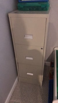 white metal 4-drawer filing cabinet Centreville, 20121