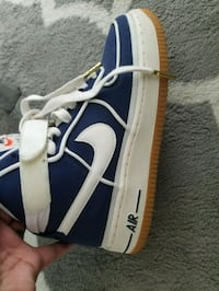 pair of blue-and-white Vans sneakers 547 km
