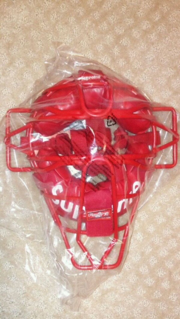 d14c15281b8 Used Supreme Catchers Mask for sale in San Bruno - letgo