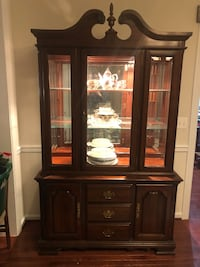 Broyhill China Cabinet with Light Aldie, 20105