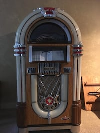 Great condition jukebox plays cd's