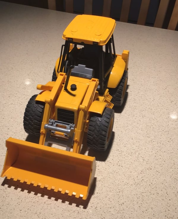 Toy construction vehicle ef652ece-0685-443e-9217-457fb2cd6f07