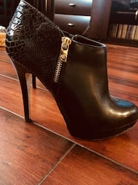 Pair of black side zip-up booties Oakville, L6M 3B9