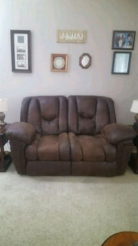 brown leather 2-seat recliner sofa Lubbock, 79423