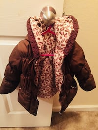 Girls brown leopard coat  Crestview, 32536