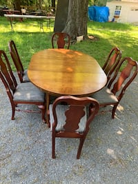 Solid wood Dining table and 6 chairs set  Rockville