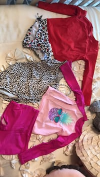 Bathing suits amazing condition size 4 Terrebonne, J6V 1J4