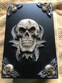 Hey motorcycle dudes I have a skull box knife guilotine and necklace misc Powell, 37849