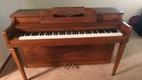 brown wooden upright piano with chair Crosslake, 56442