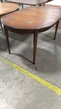 Oval table  Welland, L0S 1V0