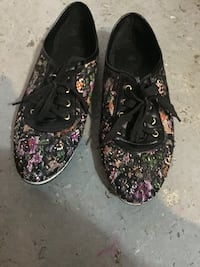pair of black-and-pink floral sneakers Montréal, H1H 4V2