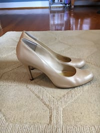 Premium leather Maxstudio Heels in light gold (size 9) Annandale, 22003