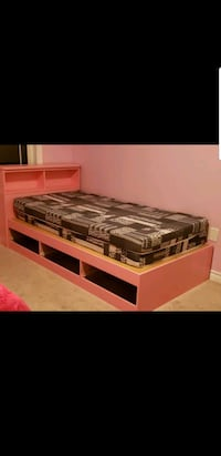 Pink and white twin bed  Oshawa