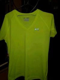 Under armour shirt size medium Calgary, T2E 1P1