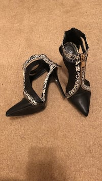 pair of black leather heeled shoes Chicago, 60653