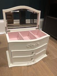 Pottery Barn Jewelry Box  Savannah, 31411