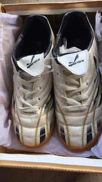 Sportira Size 2 Indoor Soccer Shoes St Catharines, L2S 2E8
