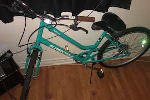 SELLING WOMENS BICYCLE!!