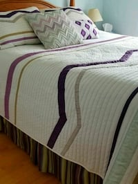 Queen bedspread etc Mississauga, L5G 4W1