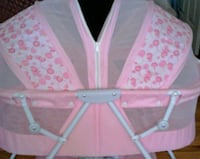 baby's pink and white bassinet Las Vegas, 89142