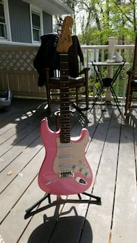 Pink Squier Guitar with stand  Pasadena, 21122