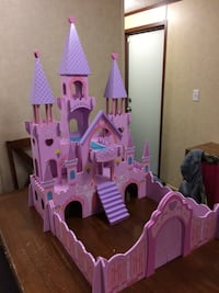 Pink and purple castle toy Fairmont, 26554