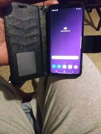 Samsung galaxy s9 64 tmobile but unlocked crack on back but has  case New Haven, 06511