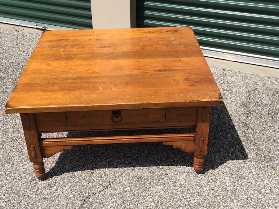 Letgo vintage solid wood coffee table w in elkhart in for Coffee table 70 x 40