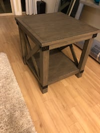 Rustic End Table Falls Church, 22042