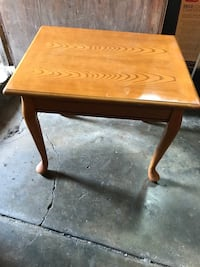 Side table good condition!! East Chicago, 46312
