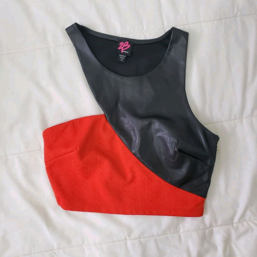 RED FAUX LEATHER/ JERSEY CROP TOP