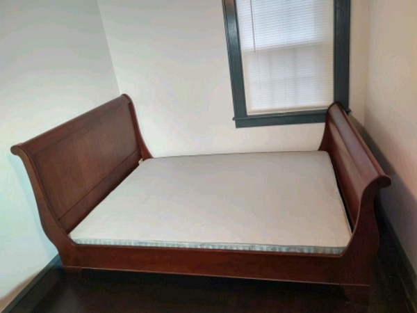 Solid wood sleigh bed 1696e941-342c-4071-9c45-b332efed6463