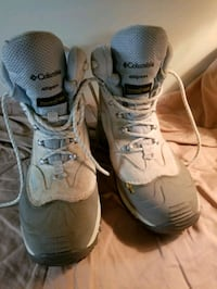 Women's size 10 Columbia Boots