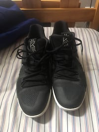Kyrie 3's Size 12 (worn once on court) Mississauga, L5M 5P8