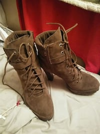 pair of brown suede round-toe chunky heel boots Jurupa Valley, 91752