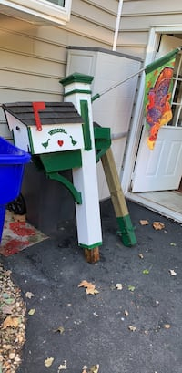 Farmhouse mailbox with newspaper box under mailbox and flagpole and thanksgiving flag Extra 4+4 with clamps for other mounting options and flower box freshly painted needs new home and TLC Middletown, 19709